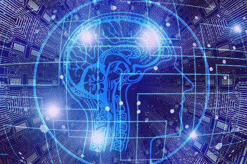 obrys głowy na tle układu scalonego do treningu pamięci